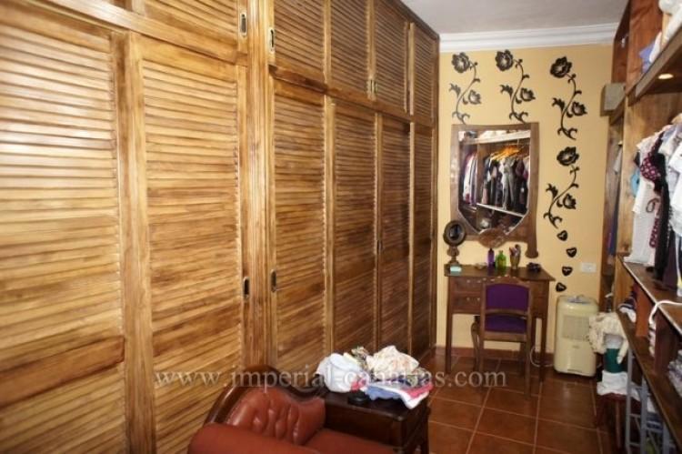 4 Bed  Villa/House for Sale, La Victoria, Tenerife - IC-VCH9487 5