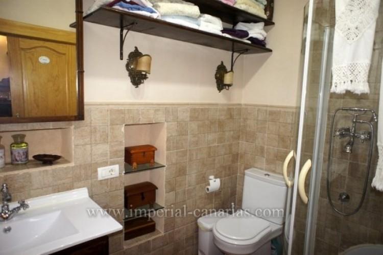 4 Bed  Villa/House for Sale, La Victoria, Tenerife - IC-VCH9487 6