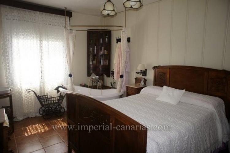 4 Bed  Villa/House for Sale, La Victoria, Tenerife - IC-VCH9487 7