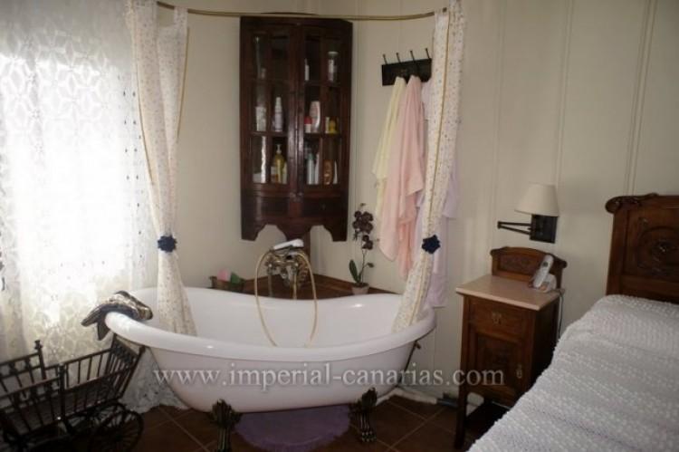 4 Bed  Villa/House for Sale, La Victoria, Tenerife - IC-VCH9487 8