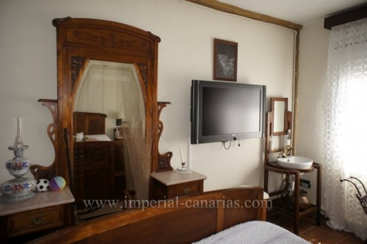 4 Bed  Villa/House for Sale, La Victoria, Tenerife - IC-VCH9487 9