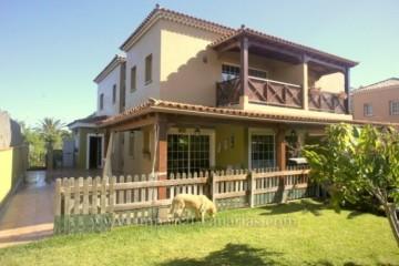 4 Bed  Villa/House for Sale, Santa Ursula, Tenerife - IC-VAD9467