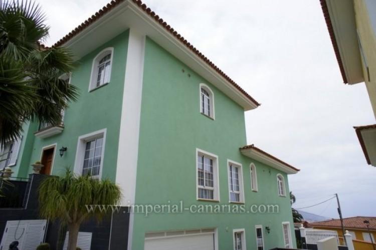 4 Bed  Villa/House for Sale, La Orotava, Tenerife - IC-VAD9449 1