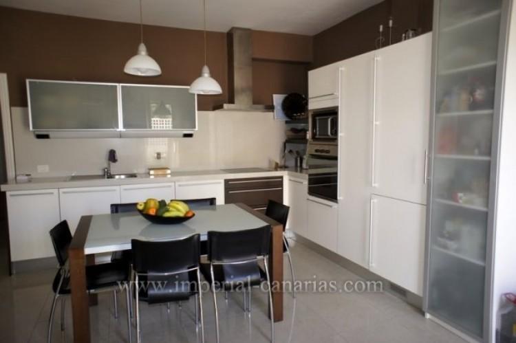 2 Bed  Flat / Apartment for Sale, Puerto de la Cruz, Tenerife - IC-VPI9398 1