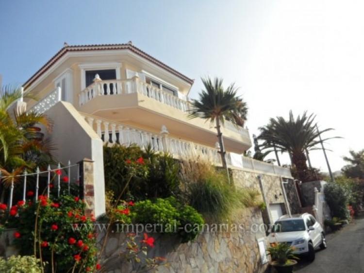 5 Bed  Villa/House for Sale, Santa Ursula, Tenerife - IC-VCH9324 1