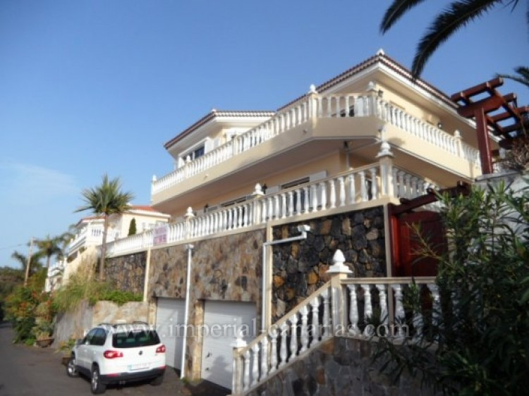 5 Bed  Villa/House for Sale, Santa Ursula, Tenerife - IC-VCH9324 2