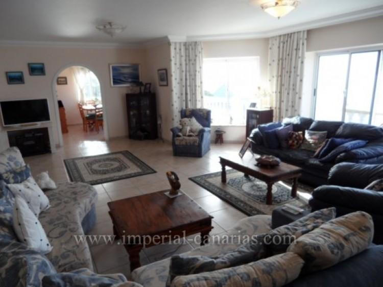 5 Bed  Villa/House for Sale, Santa Ursula, Tenerife - IC-VCH9324 5