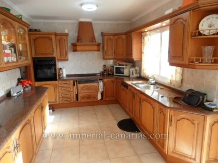 5 Bed  Villa/House for Sale, Santa Ursula, Tenerife - IC-VCH9324 6
