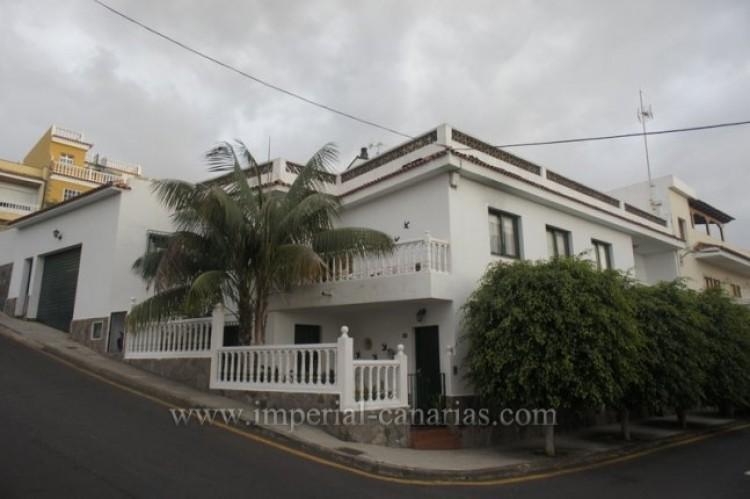 5 Bed  Villa/House for Sale, Santa Ursula, Tenerife - IC-VCH9237 1