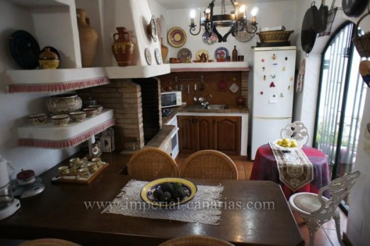 5 Bed  Villa/House for Sale, Santa Ursula, Tenerife - IC-VCH9237 10