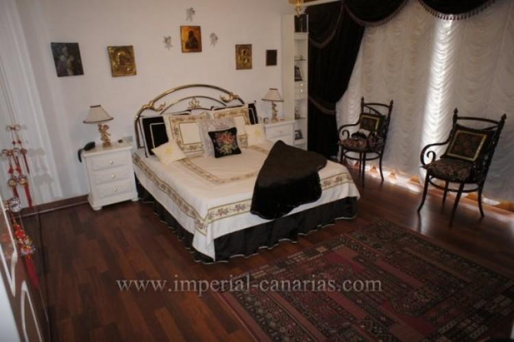 5 Bed  Villa/House for Sale, Santa Ursula, Tenerife - IC-VCH9237 11