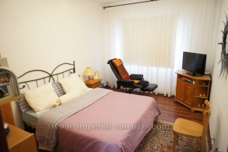 5 Bed  Villa/House for Sale, Santa Ursula, Tenerife - IC-VCH9237 12