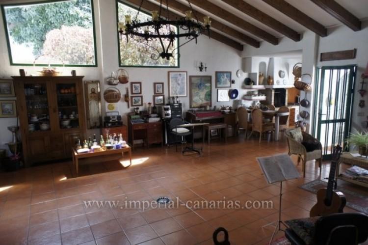 5 Bed  Villa/House for Sale, Santa Ursula, Tenerife - IC-VCH9237 6