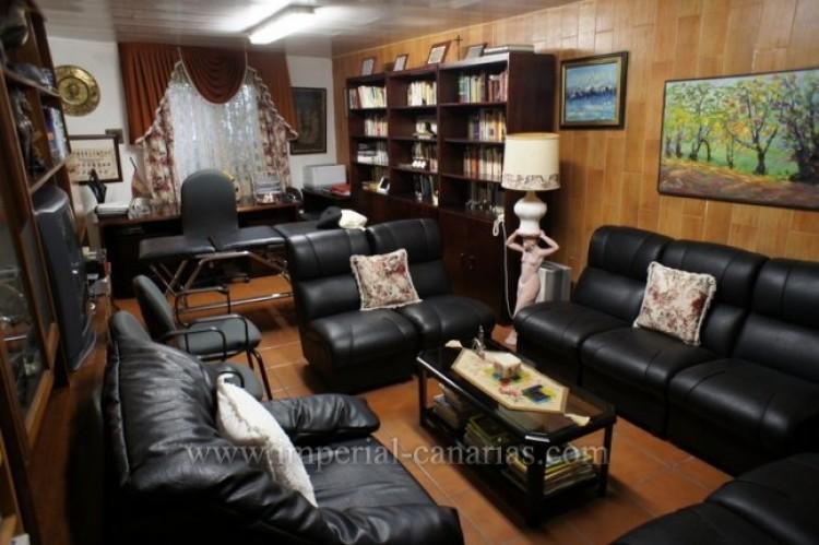 5 Bed  Villa/House for Sale, Santa Ursula, Tenerife - IC-VCH9237 8