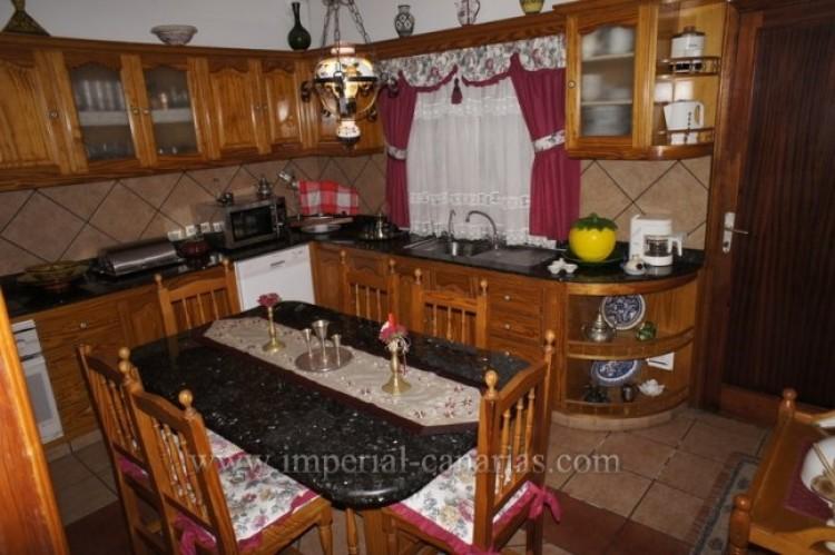5 Bed  Villa/House for Sale, Santa Ursula, Tenerife - IC-VCH9237 9