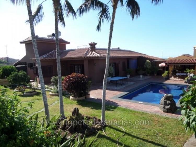 5 Bed  Villa/House for Sale, Puerto de la Cruz, Tenerife - IC-VCH9213 1