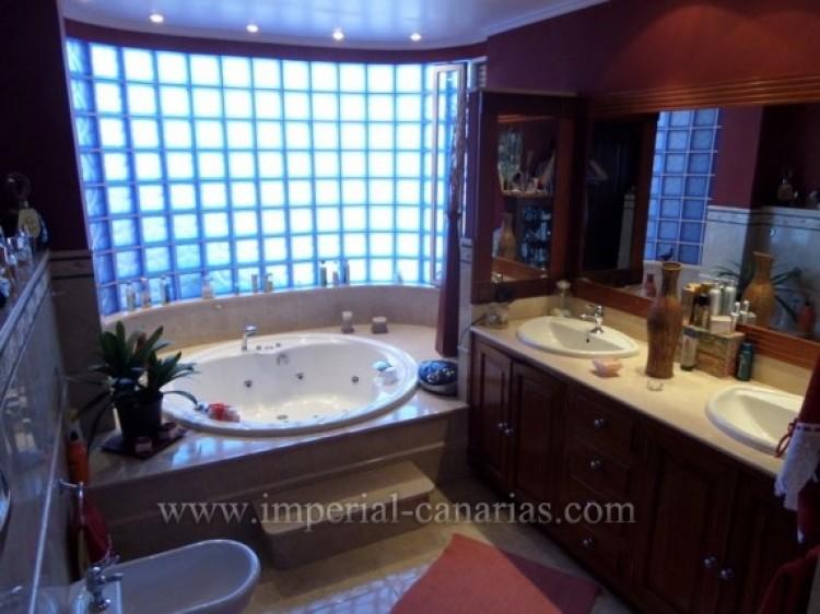 5 Bed  Villa/House for Sale, Puerto de la Cruz, Tenerife - IC-VCH9213 5