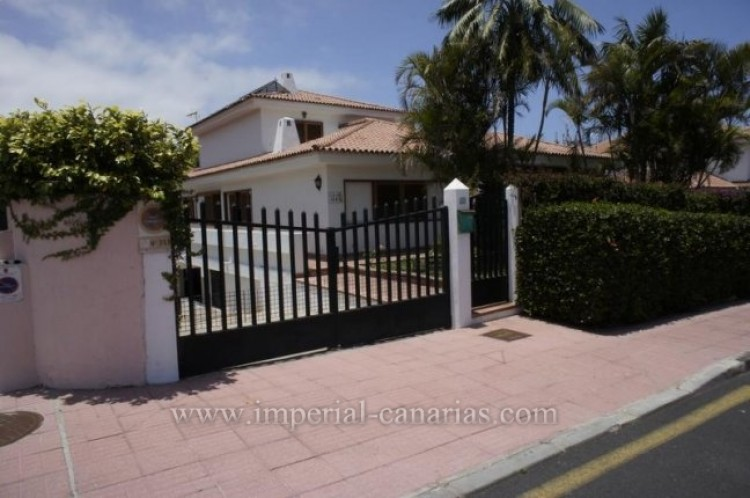 4 Bed  Villa/House for Sale, Puerto de la Cruz, Tenerife - IC-VCH9133 1