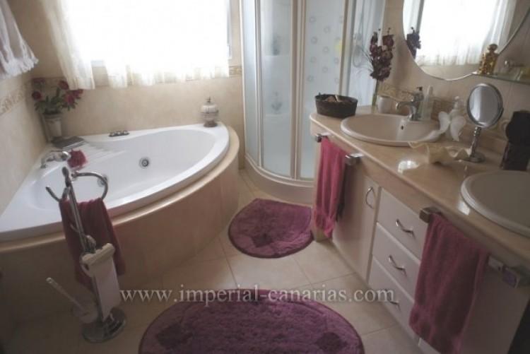 5 Bed  Villa/House for Sale, La Orotava, Tenerife - IC-VCH8781 10