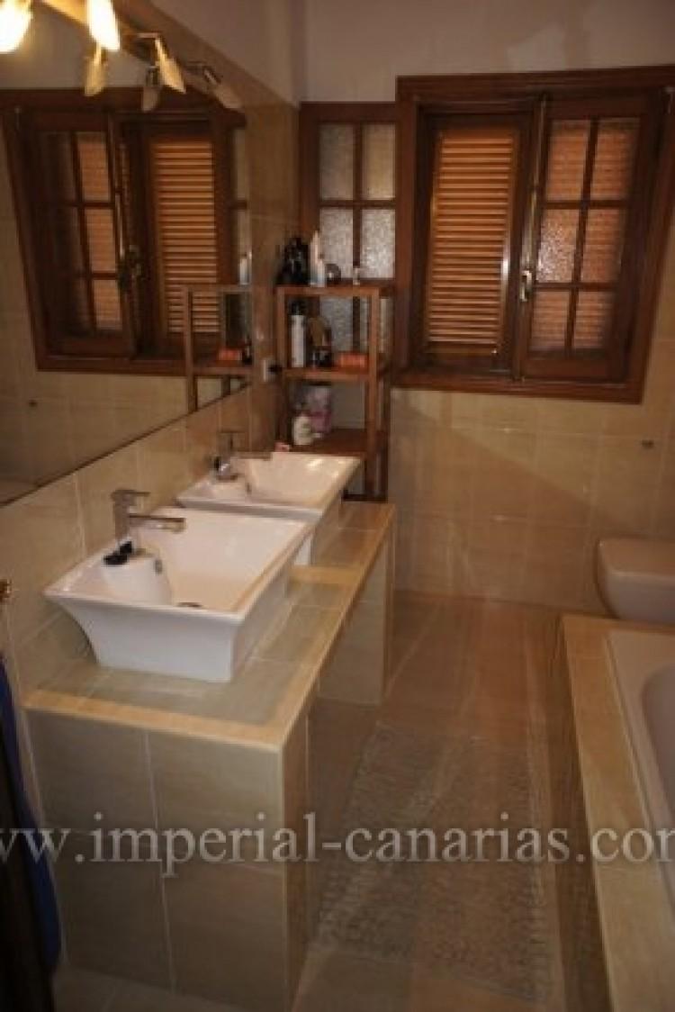 5 Bed  Villa/House for Sale, Puerto de la Cruz, Tenerife - IC-VCH8741 17