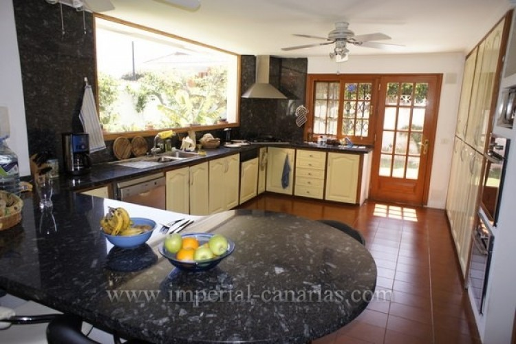 5 Bed  Villa/House for Sale, Puerto de la Cruz, Tenerife - IC-VCH8741 7