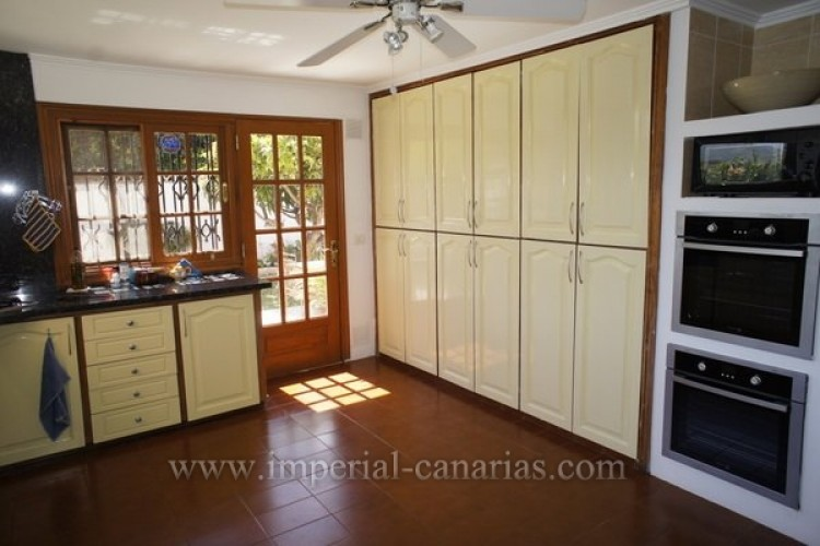 5 Bed  Villa/House for Sale, Puerto de la Cruz, Tenerife - IC-VCH8741 8