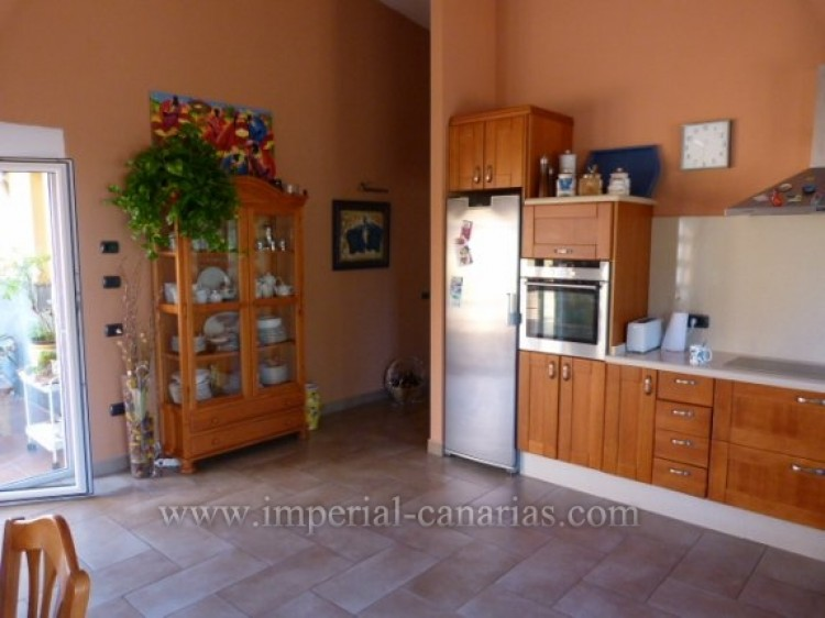 4 Bed  Villa/House for Sale, Tacoronte, Tenerife - IC-VCH8630 16