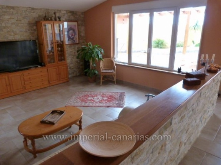 4 Bed  Villa/House for Sale, Tacoronte, Tenerife - IC-VCH8630 3