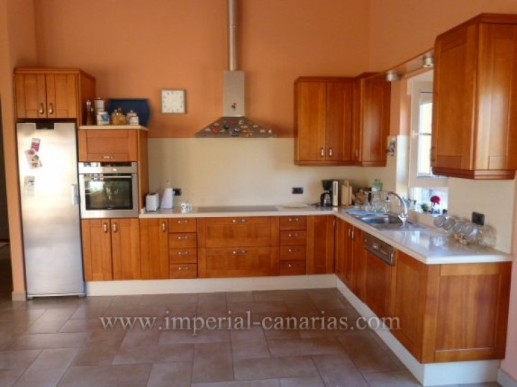 4 Bed  Villa/House for Sale, Tacoronte, Tenerife - IC-VCH8630 4