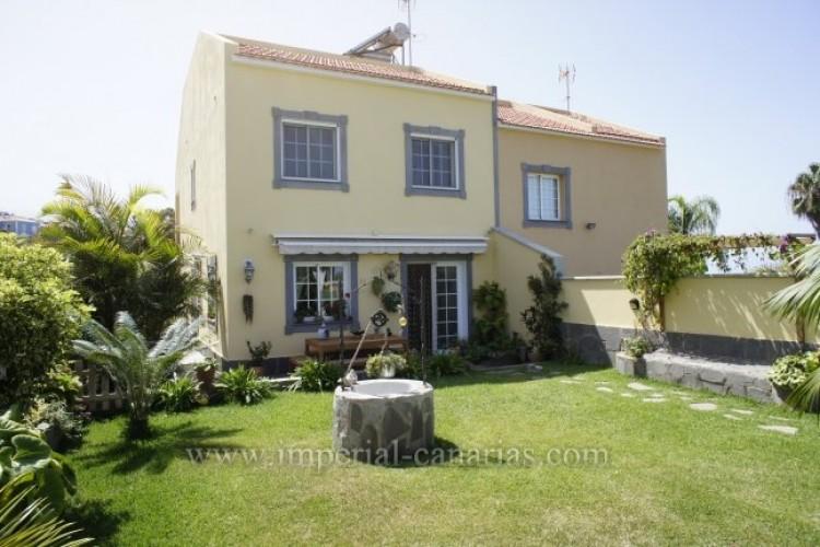 4 Bed  Villa/House for Sale, Santa Ursula, Tenerife - IC-VAD8341 1