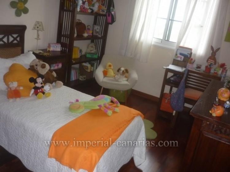 4 Bed  Villa/House for Sale, Santa Ursula, Tenerife - IC-VAD8341 4
