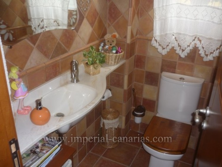 4 Bed  Villa/House for Sale, Santa Ursula, Tenerife - IC-VAD8341 6