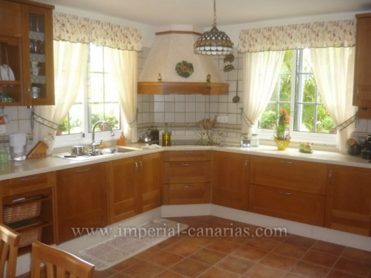 4 Bed  Villa/House for Sale, Santa Ursula, Tenerife - IC-VAD8341 7