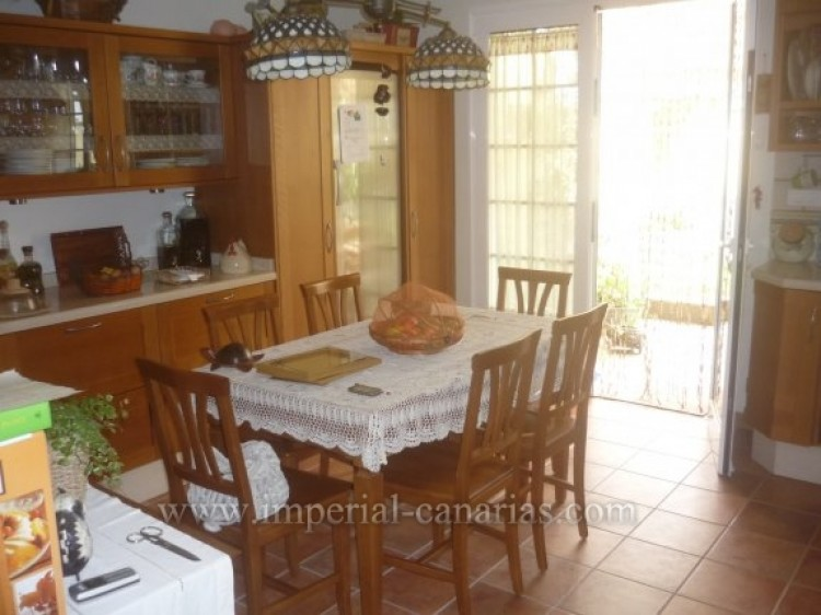4 Bed  Villa/House for Sale, Santa Ursula, Tenerife - IC-VAD8341 8