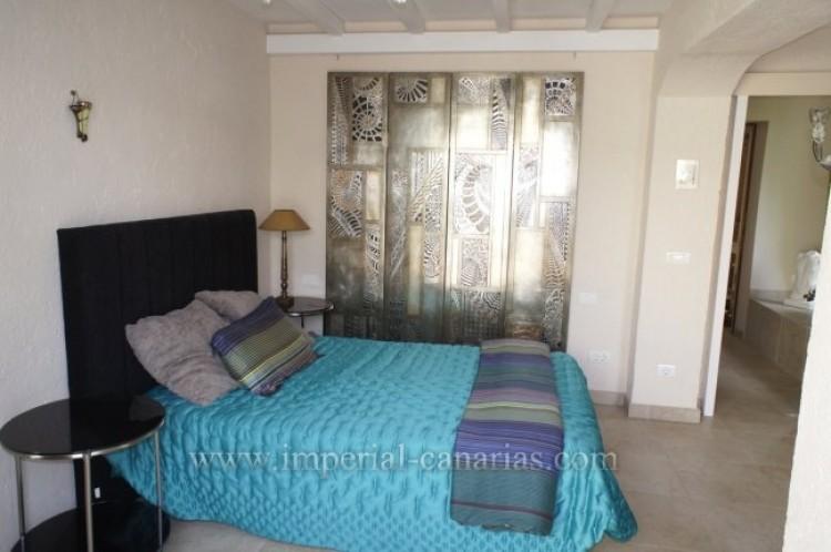 4 Bed  Villa/House for Sale, Santa Ursula, Tenerife - IC-VCH7836 10