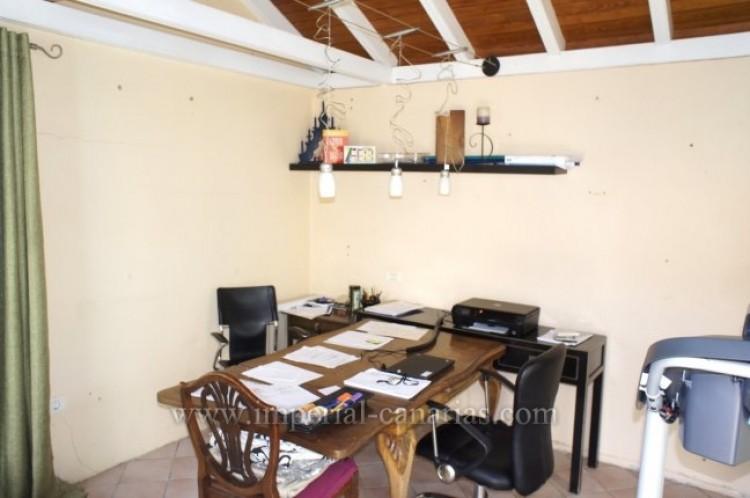 4 Bed  Villa/House for Sale, Santa Ursula, Tenerife - IC-VCH7836 12