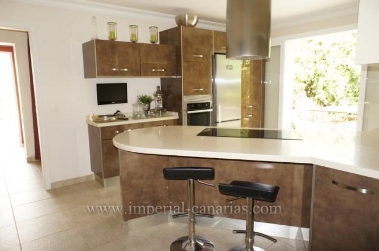 4 Bed  Villa/House for Sale, Santa Ursula, Tenerife - IC-VCH7836 7