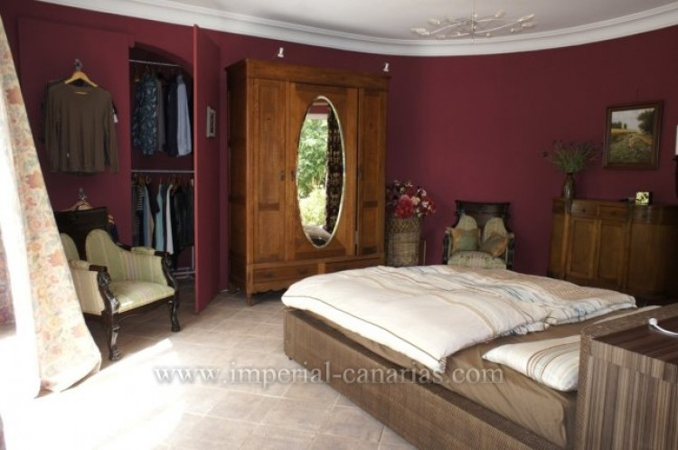 4 Bed  Villa/House for Sale, Santa Ursula, Tenerife - IC-VCH7836 8