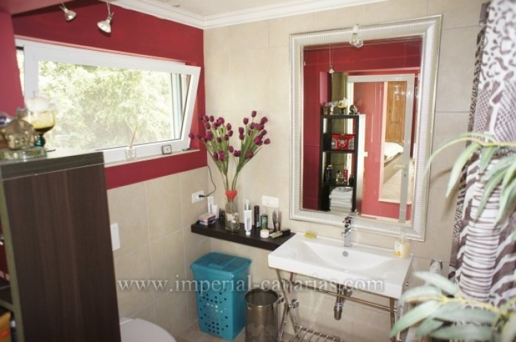4 Bed  Villa/House for Sale, Santa Ursula, Tenerife - IC-VCH7836 9