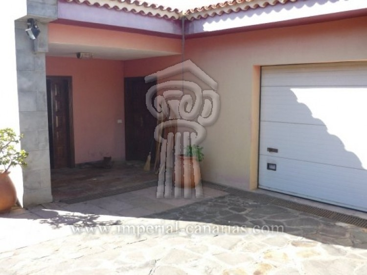 4 Bed  Villa/House for Sale, Tacoronte, Tenerife - IC-VCH7649 3