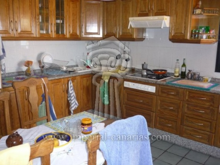 4 Bed  Villa/House for Sale, Tacoronte, Tenerife - IC-VCH7649 6