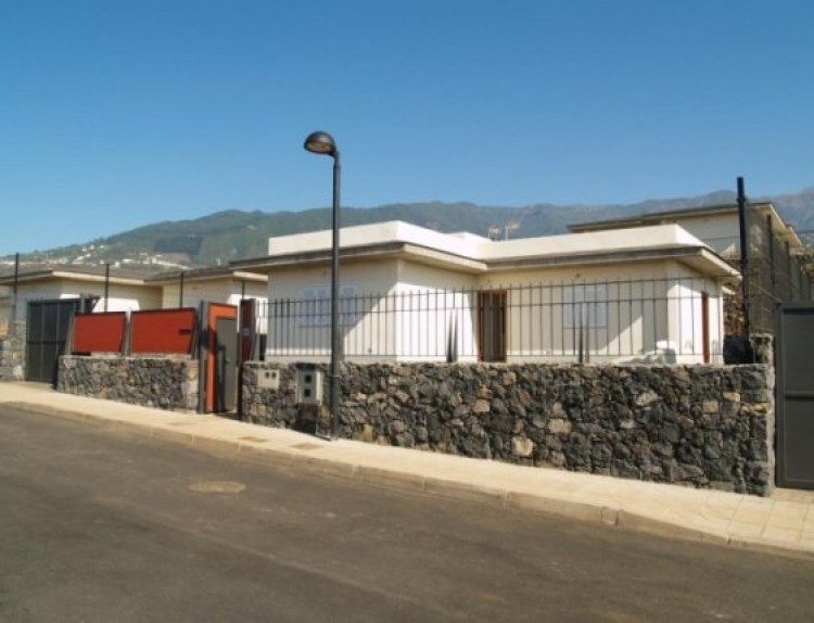 3 Bed  Villa/House for Sale, La Orotava, Tenerife - IC-52944 1