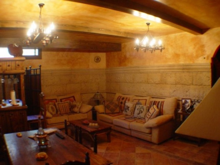 4 Bed  Villa/House for Sale, Tacoronte, Tenerife - IC-52838 1