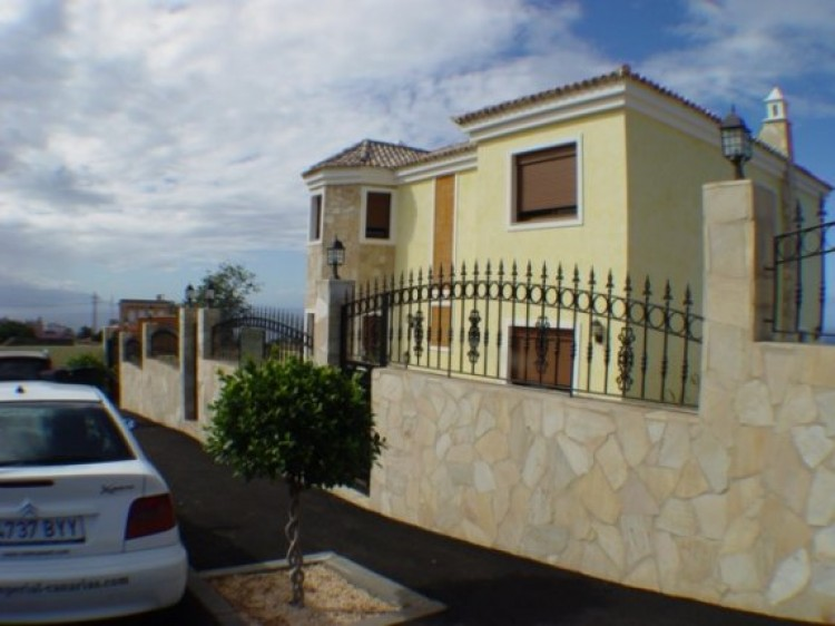 4 Bed  Villa/House for Sale, Tacoronte, Tenerife - IC-52838 11