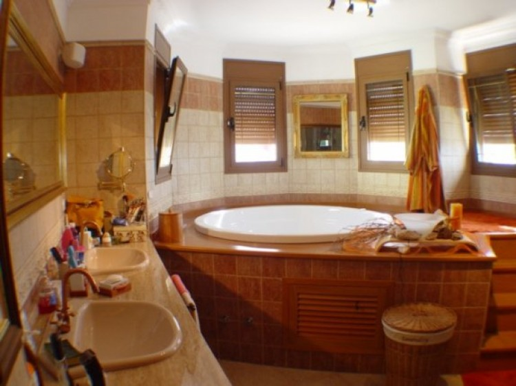 4 Bed  Villa/House for Sale, Tacoronte, Tenerife - IC-52838 5