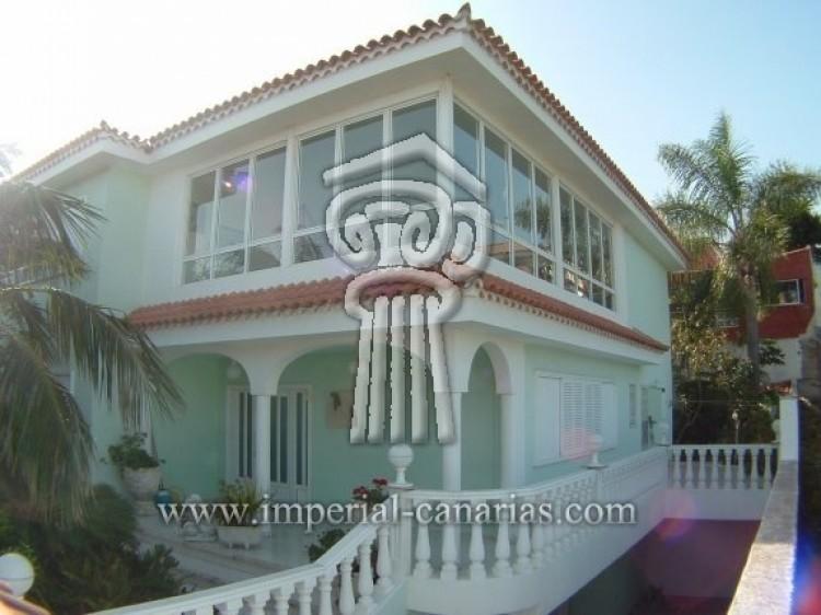 4 Bed  Villa/House for Sale, Puerto de la Cruz, Tenerife - IC-52568 1