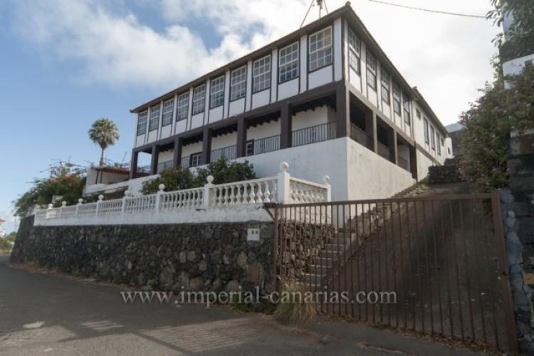 5 Bed  Villa/House for Sale, Santa Ursula, Tenerife - IC-52534 1