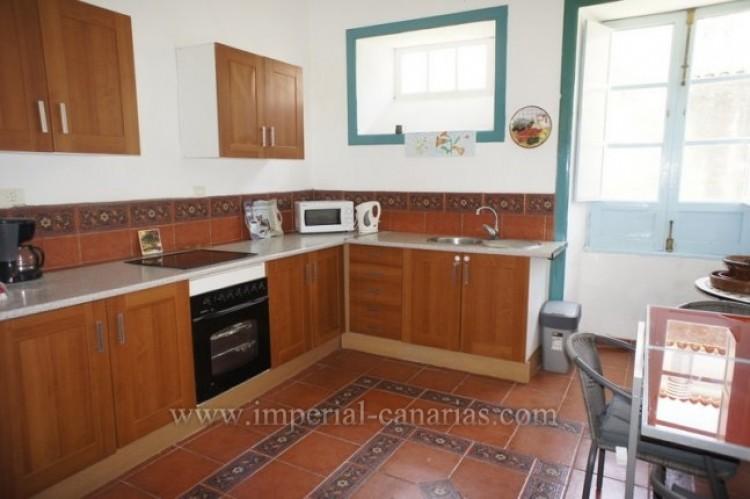 5 Bed  Villa/House for Sale, Santa Ursula, Tenerife - IC-52534 11