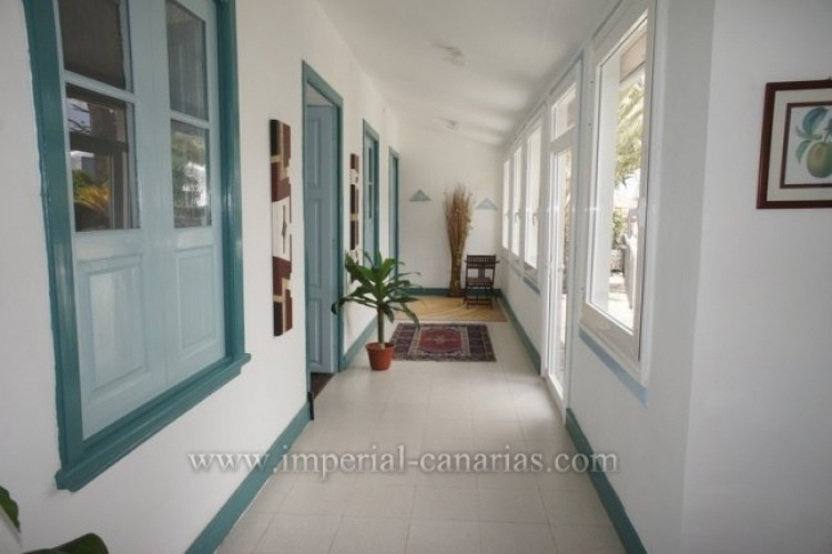 5 Bed  Villa/House for Sale, Santa Ursula, Tenerife - IC-52534 9