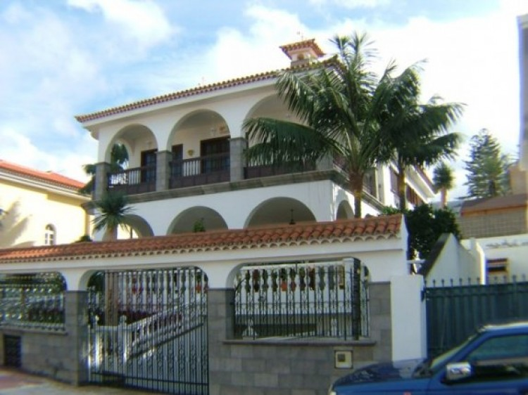 4 Bed  Villa/House for Sale, Puerto de la Cruz, Tenerife - IC-52459 1